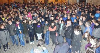 Imagen de la concentración realizada ayer por la tarde en la plaza. (N.M.)